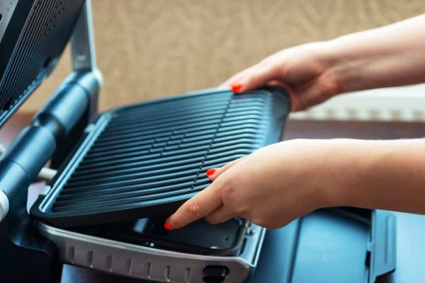 George Foreman Ceramic Grill Reviews | photo of woman removing ceramic plates