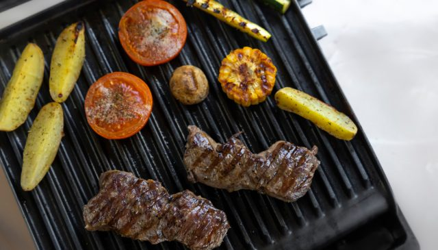 George Foreman Ceramic Grill Reviews| photo of meat and veggies on grill
