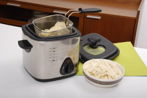 What Happens If You Put Ice In A Deep Fryer | photo of deep fryer in home kitchen