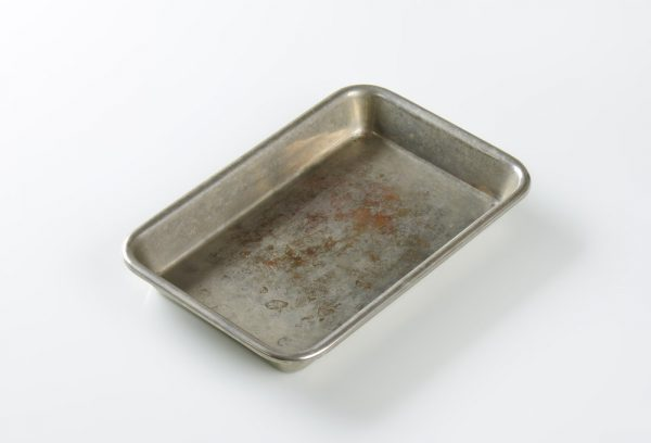 How to Unwarp a Pan | photo of old rusty baking pan